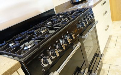 New Kitchen modification at Farmhouse ~ Leisure Range Cooker added